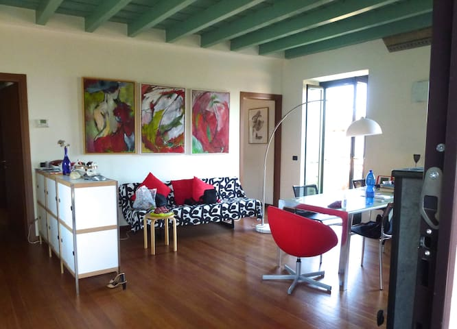 ruim, licht,comfortabel appartement - Montrigiasco - Apartment