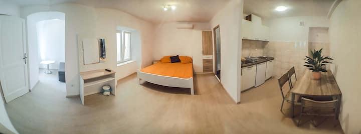 Studio Apartments & Rooms Lela -Superior Studio B