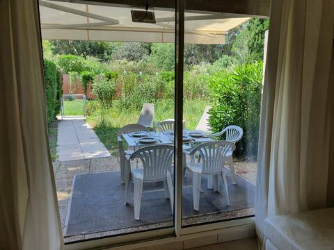 Appartement rez de jardin avec piscine