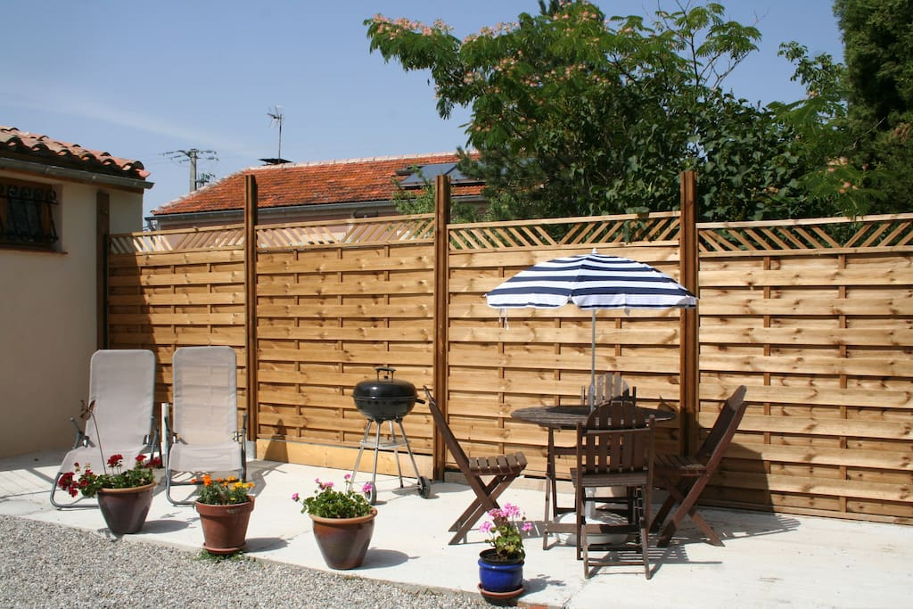 Property provided with barbecue, sun loungers, parasols and outdoor dining table and chairs