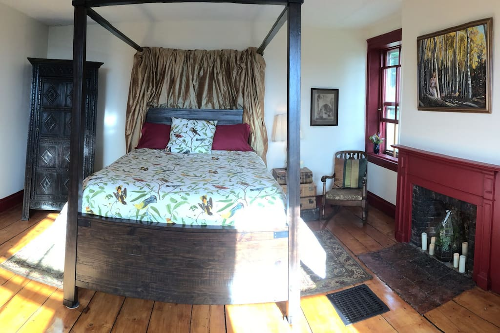 Our comfortable four poster queen bed enjoys gorgeous sunrise views.