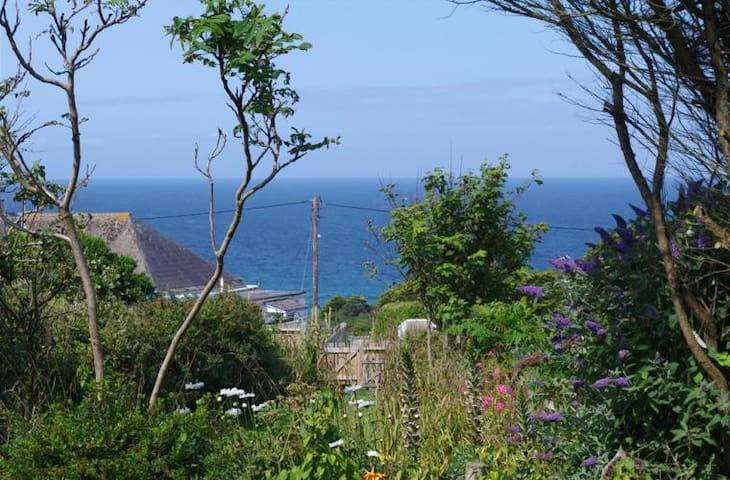 Coastal Bungalow 5min walk from Mawgan Porth Beach