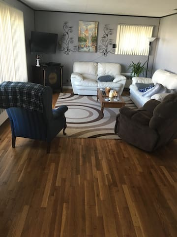 Extra room and big property - Massapequa - Talo