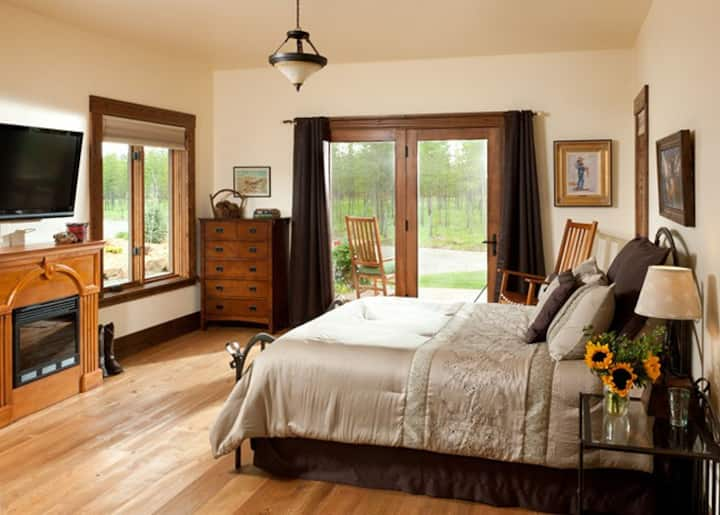 Twin Falls Room - Cabin Creek Landing Bed & Breakfast