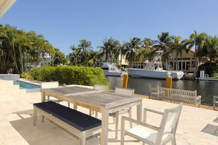 80 FT WATERFRONT! Key West Style Home on the water - Lighthouse Point - Rumah