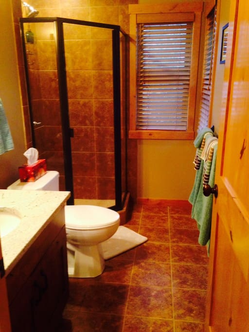 Full private bathroom with fresh fluffy towels!