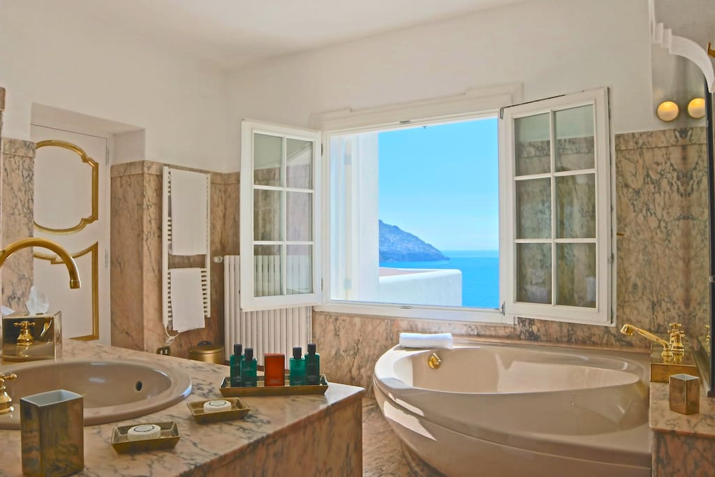 New York Suite Bathroom