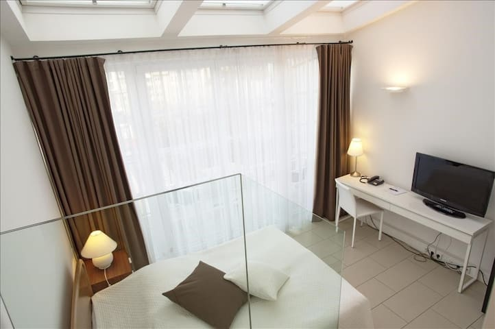 Single Room with balcony & garden view