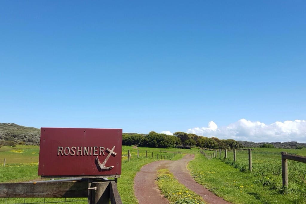 Entrance to Roshnier property