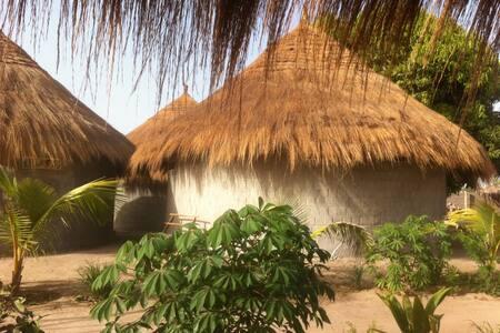 Santa Yalla Yogaretreat - Tujereng - ที่พักพร้อมอาหารเช้า