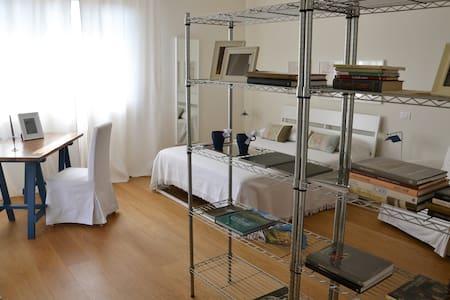 RAFFINATO ED ELEGANTE B&B TRA MARE E COLLINA - Mondolfo - Wohnung