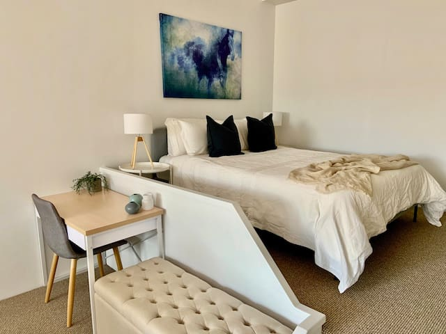 Central Neutral Bay studio with parking