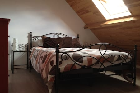 Cozy room, 10min from city centre - Haus