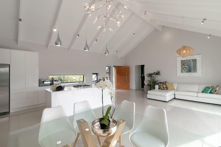 Knysna Holiday Stay - Originate House
