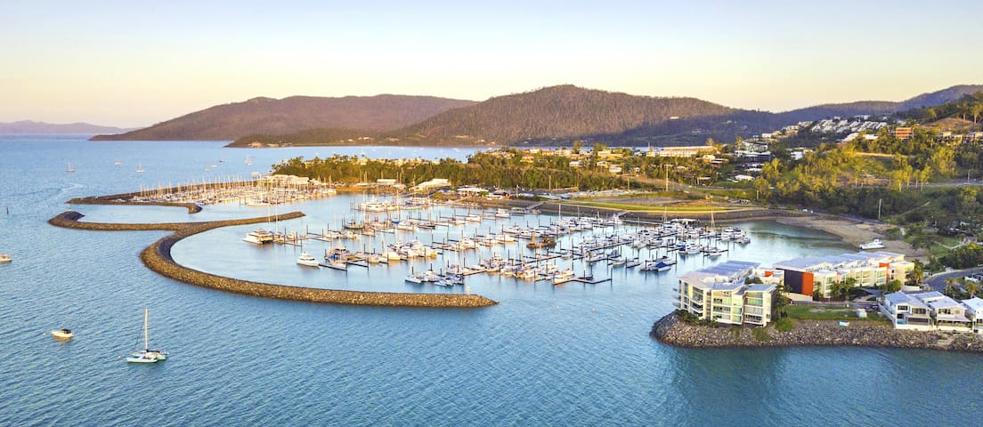 Airlie Beach - 4 Bedroom Penthouse - Over Marina