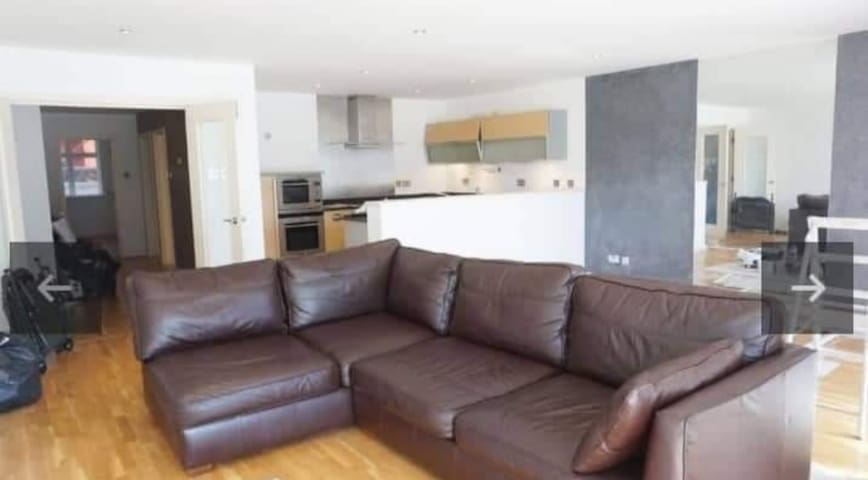 1 double bedroom spacious in town.