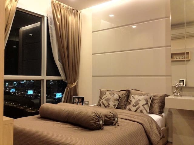 Luxury Apartment Steps from ARL-MRT intersection - Bangkok - Byt