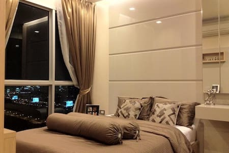 5 Stars Apartment Steps from ARL-MRT intersection - Bangkok - Byt