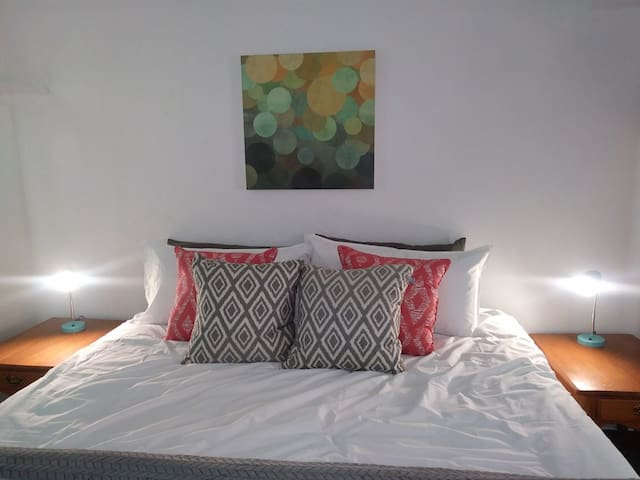 Newly furnished 3 Bed close to Mardi Gras parade