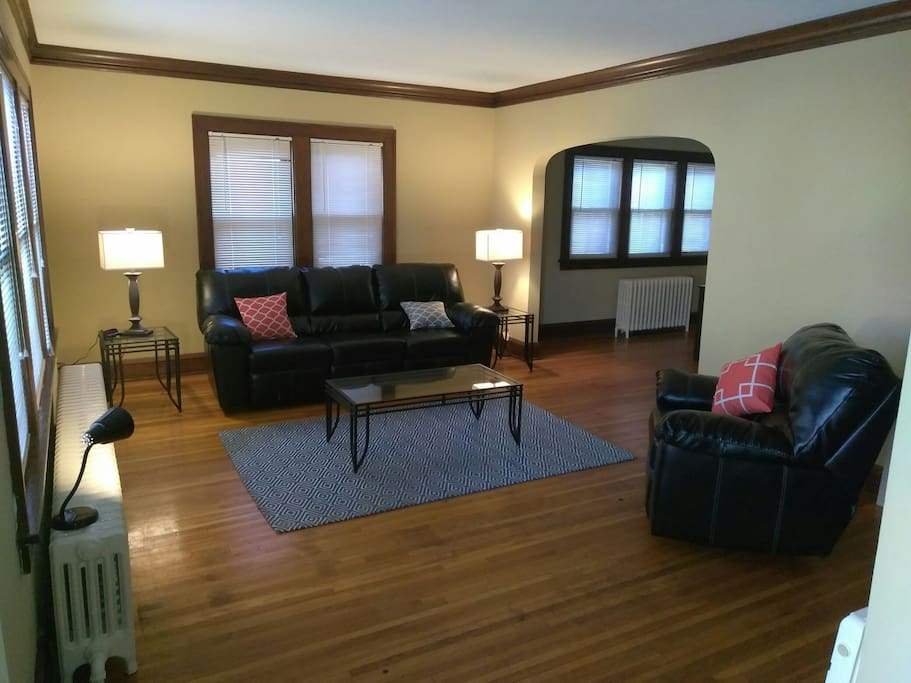 Beautiful Turn Of The Century Apartment Awaits You Apartments For Rent In Minneapolis