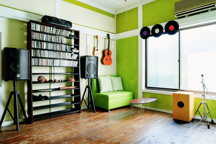 Music lover's room - Taketoyo-chō