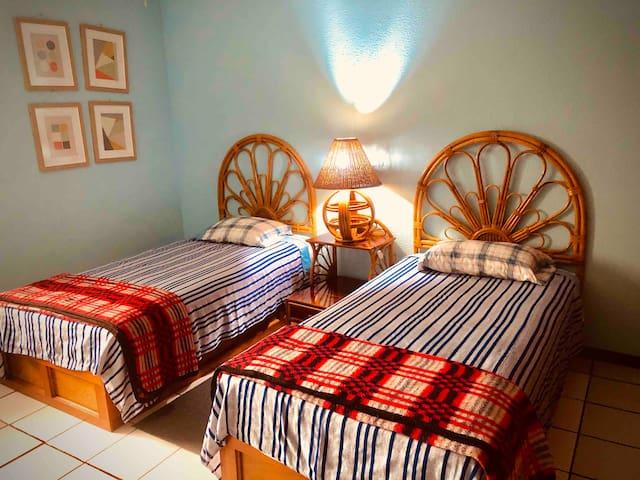 Recamara con camas individuales con closet