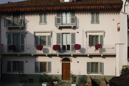 Appartamento in palazzo di inizio ottocento - Montà - Apartemen