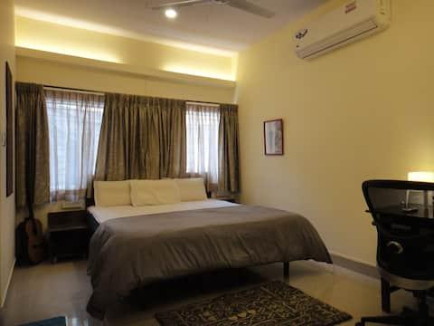 Jazz & Blues - Old Bangalore Room /w Hi-Speed WiFi