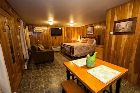 Hummingbird Suite for Your Winter Excursion! - Jones Mills