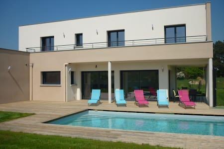 Villa moderne avec piscine chauffée à Sables d'or - Plurien