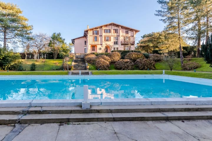 CHARMING APARTMENT WITH SHARED POOL - NEAR THE BEACHES, ANGLET