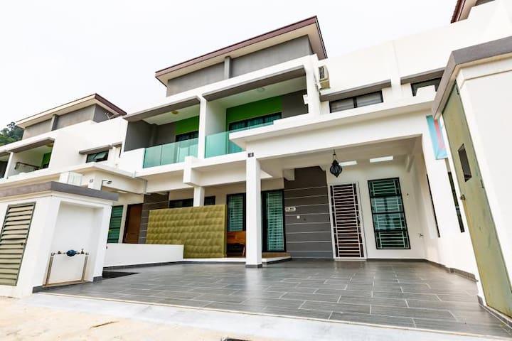 HyperTribe - Pangkor Holiday Home