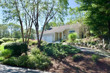 Modern & Comfy Home, Onset Village, Wareham, MA
