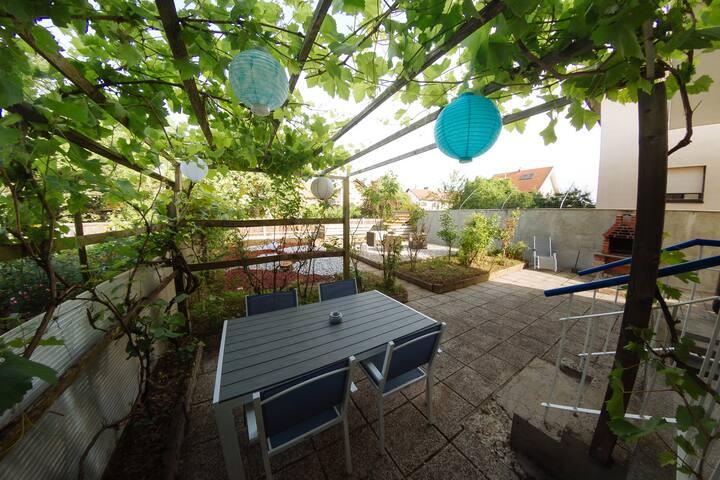 Garden House - Green Room