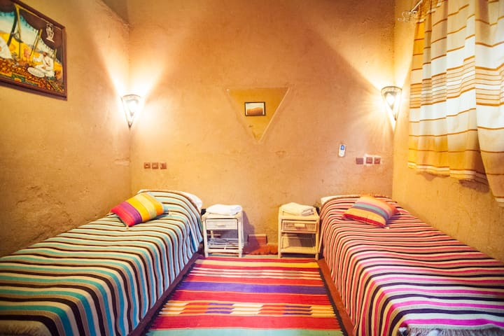 La Petite Kasbah * Double Room with 2 single beds