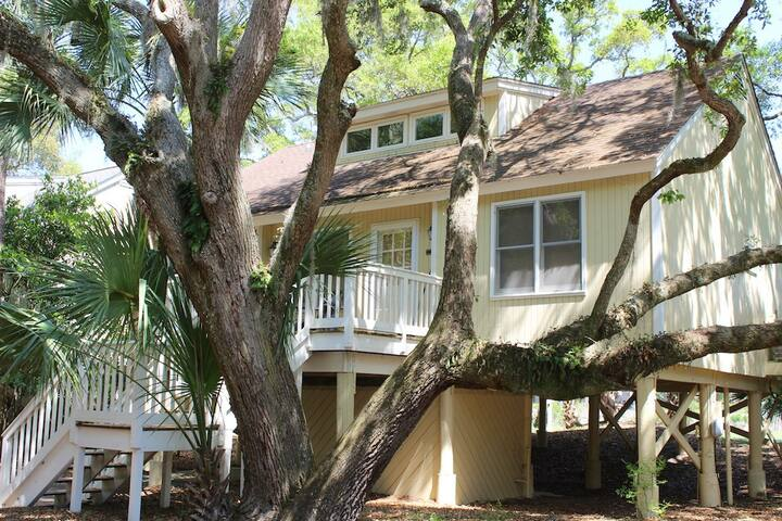 Renovated Tarpon Pond Cottage! Sunroom! Fairway Views! Amenity Cards!