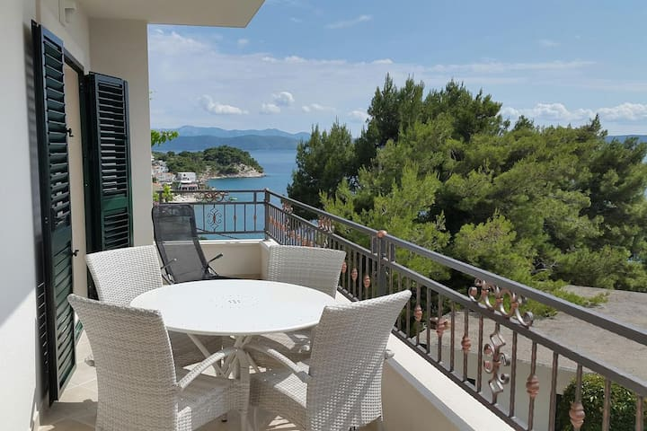 Two bedroom apartment with balcony and sea view Drašnice, Makarska (A-2705-c)