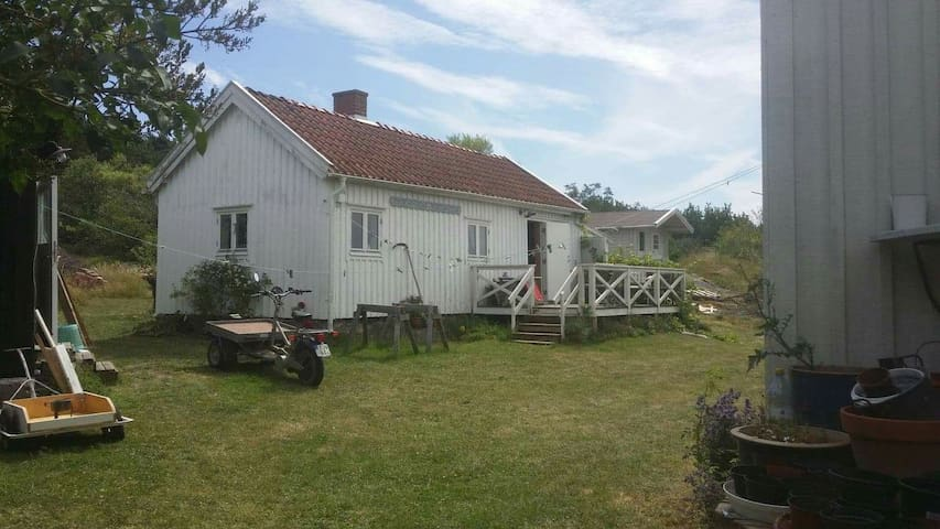 Stuga med utsikt över Kostersundet
