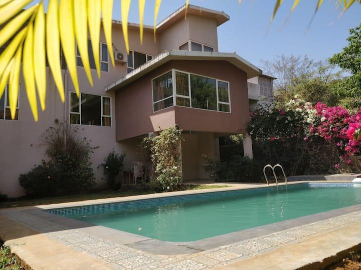 By Unexplora - Nature Lap 5bhk pool villa Igatpuri