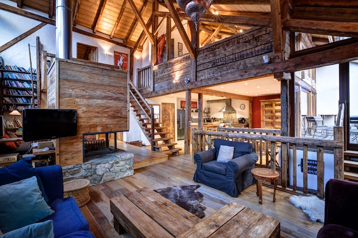 Chalet Boerne - 17th C Traditional Luxury Forge