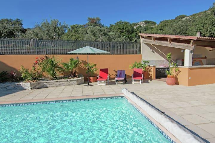 Modern Villa with Private Pool in Lédenon
