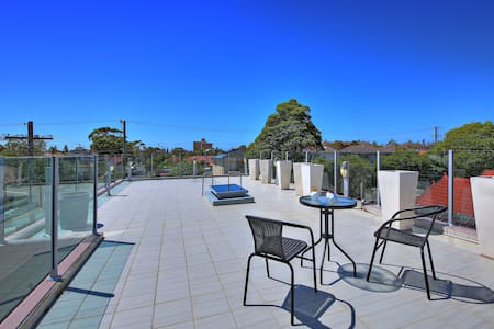 The CRAWFORD PLACE - SYDNEY BEACH Sleeps 10 Modern - Brighton-Le-Sands - Villa - 1