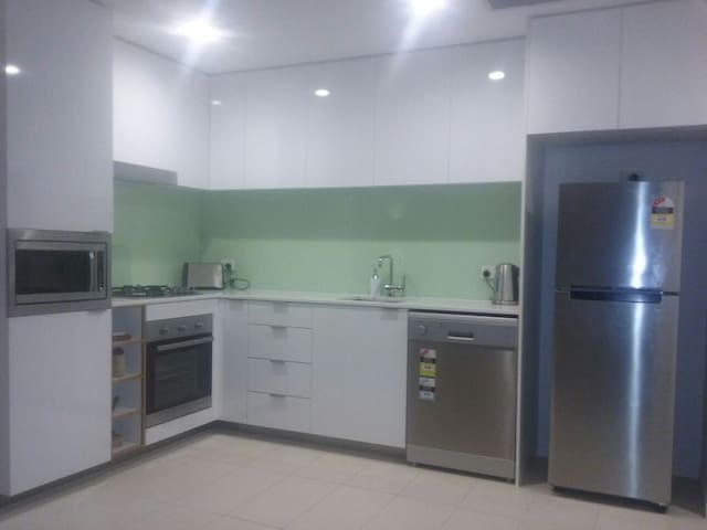 4101 APARTMENT WITH CUT ABOVE KITCHEN AMENITIES