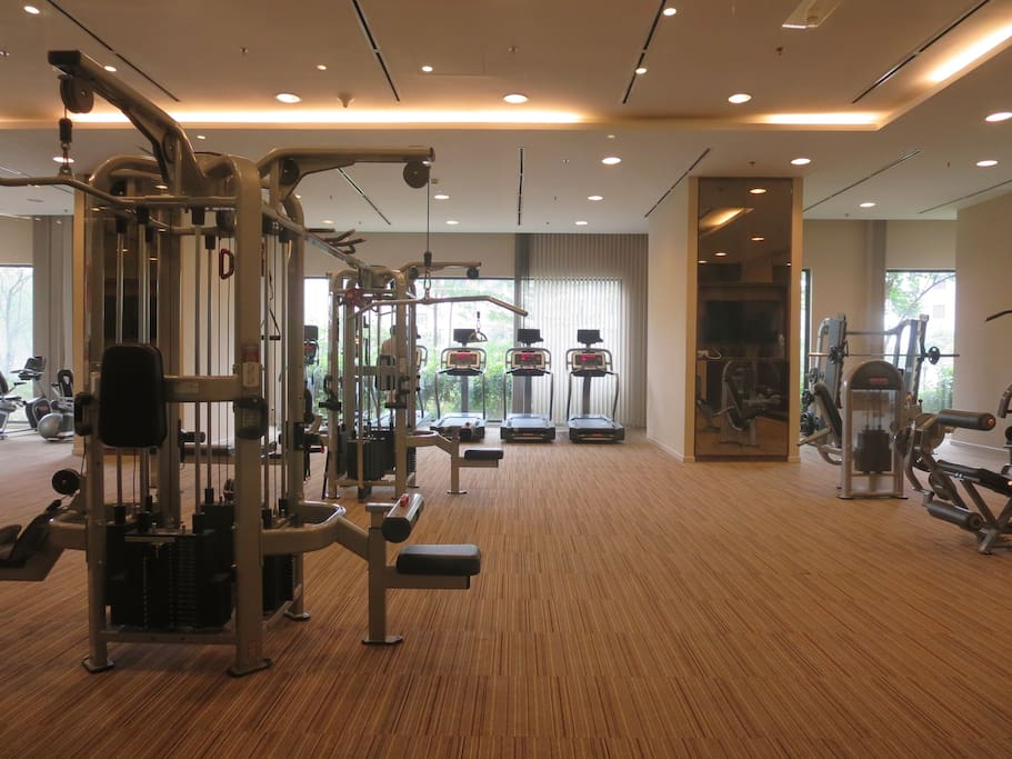 Access to onsite modern gym, sauna, Jacuzzi, cafeteria, minimart