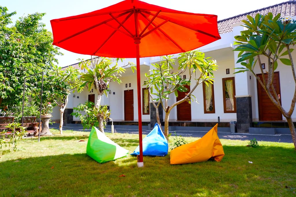 Big Beautyfull Green Garden With Bean bag and Sun Umbrella