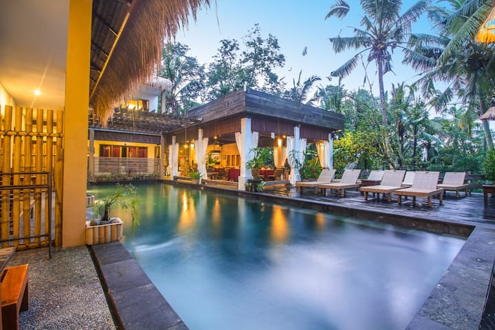 Cheap Room in Ubud With Pool View