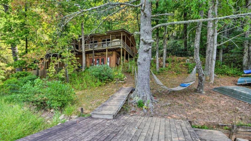 Private, Eco-Friendly Lakefront Cabin