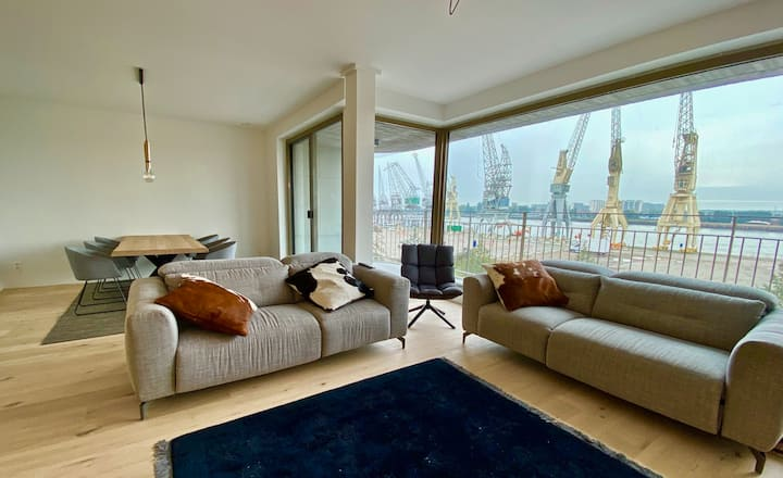 Modern 2 bedroom apartment with amazing view.