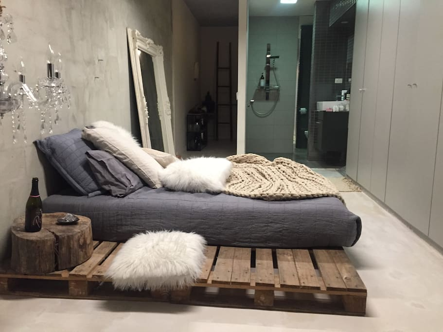 Queen  NY Style bed