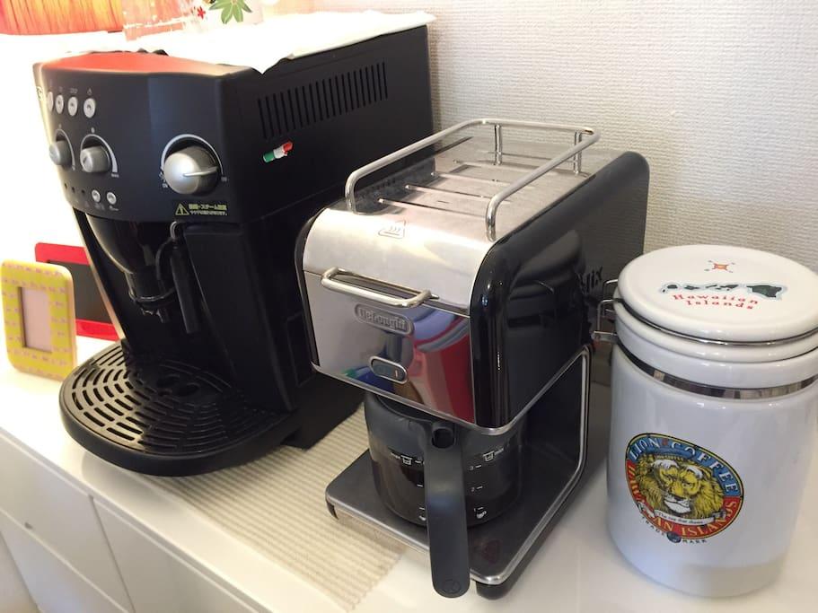 リビングにはコーヒーメーカーもあります。07時〜23時まで使えます、